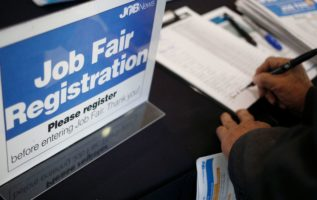 US weekly jobless claims total 214,000, vs 206,000 expected 3