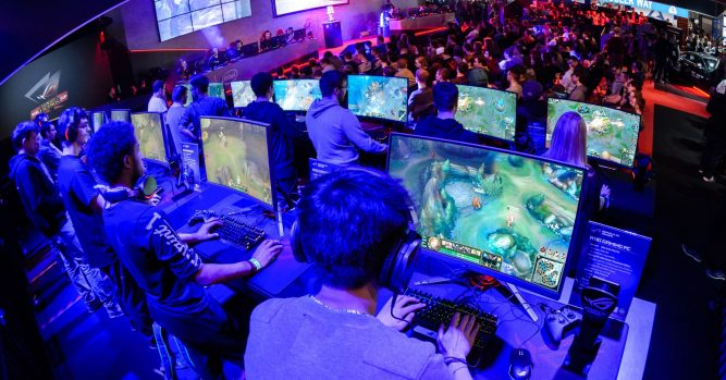 How video gamers are making money 9