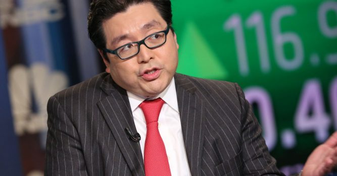 Tom Lee predicts a 10% bounce for stock market after midterm elections 1