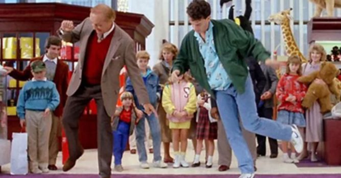 FAO Schwarz comeback puts new spin on old favorites like the big piano 13