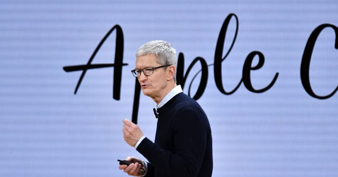 Microsoft has better fundamentals, but buy Apple, says tech investor 7