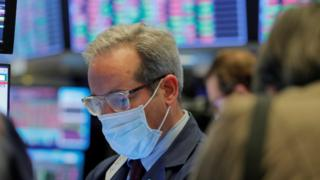 Coronavirus: New York Stock Exchange trading floor to reopen 4
